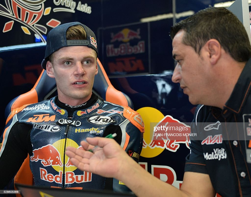 South African rider Brad Binder (L) (Red Bull KTM Ajo N41) reacts in his pit after a moto3 free practice session, ahead of the French motorcycling Grand Prix, on May 6, 2016 in Le Mans, northwestern France. / AFP / JEAN