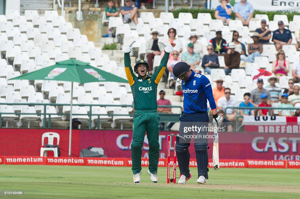 South African wicket keeper Quinton de Kock (L) cheers after England's Jason Roy, who was caught for LBW, during 5th and final One Day International (ODI) match, being played against South Africa, at Newlands on February 14, 2016, in Cape Town. This match will decide the ODI series as both teams have won 2 matches. / AFP / RODGER BOSCH