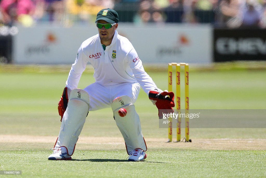 South Africa's AB de Villiers fields on January 13, 2013 during the third day of the second and final Test against New Zealand at St George's Park in Port Elizabeth. AFP PHOTO / Anesh Debiky