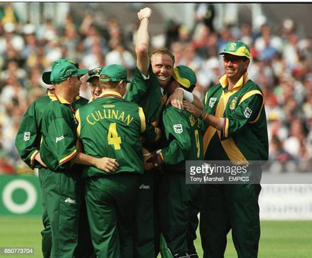 South Africa's Allan Donald celebrates with team mates after taking the wicket of Sri Lanka's Arjuna Ranatunga