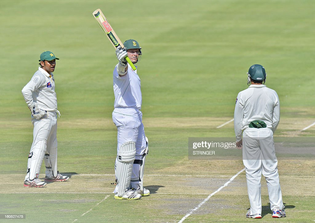 South Africa's batsman Graeme Smith (C) celebrate his 50 runs on day two of the first Test match between South Africa and Pakistan at Wanderers Stadium in Johannesburg on February 2, 2013.