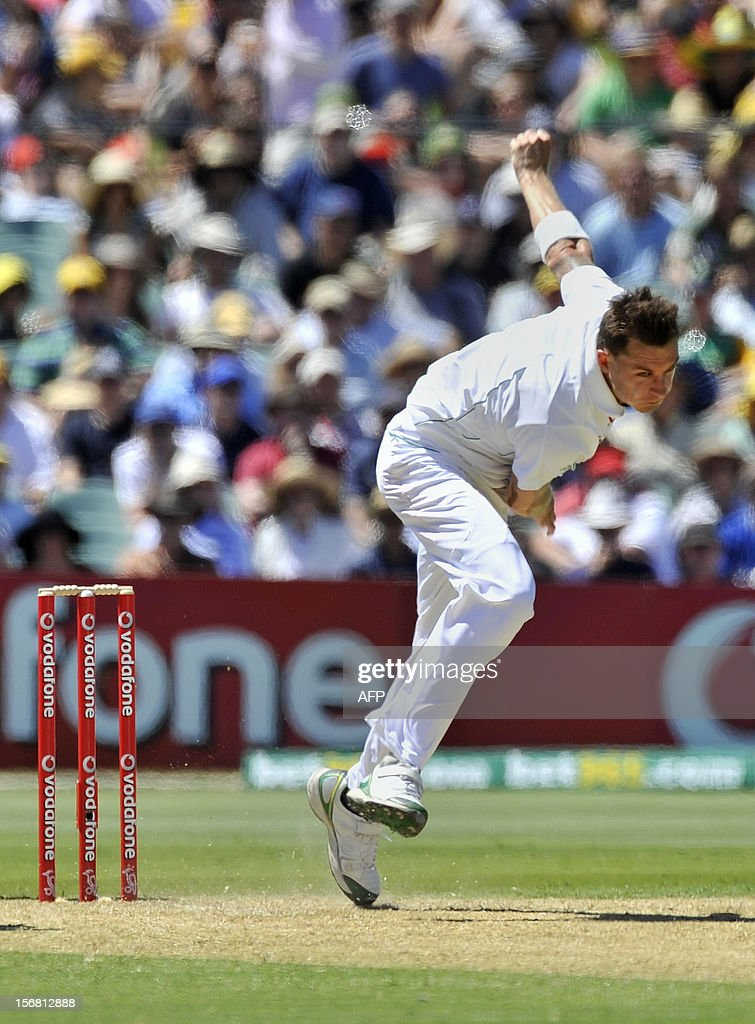 South Africa's Dale Steyn bowls against Australia on the first day of the second cricket Test match at the Adelaide Oval on November 22, 2012. AFP PHOTO/David Mariuz IMAGE