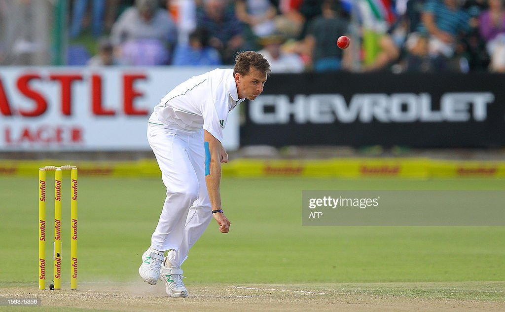 South Africa's Dale Steyn bowls on January 12, 2013 on the second day of the second and final Test against New Zealand at St George's Park in Port Elizabeth. PHOTO /Anesh Debiky