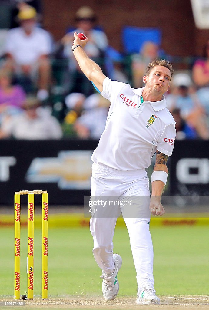 South Africa'S Dale Steyn bowls on the second day of the second and final Test between South Africa and New Zealand at St George's Park on January 12, 2013 in Port Elizabeth. AFP PHOTO / Anesh Debiky