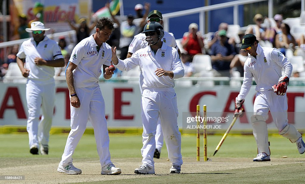 South Africa's Dale Steyn celebrates the wicket of New Zealand, batsman Jeetan Patel, clean bowled, on day 3 of the first Test match between South Africa and New Zealand, in Cape Town at Newlands on January 4, 2013. AFP PHOTO / ALEXANDER JOE