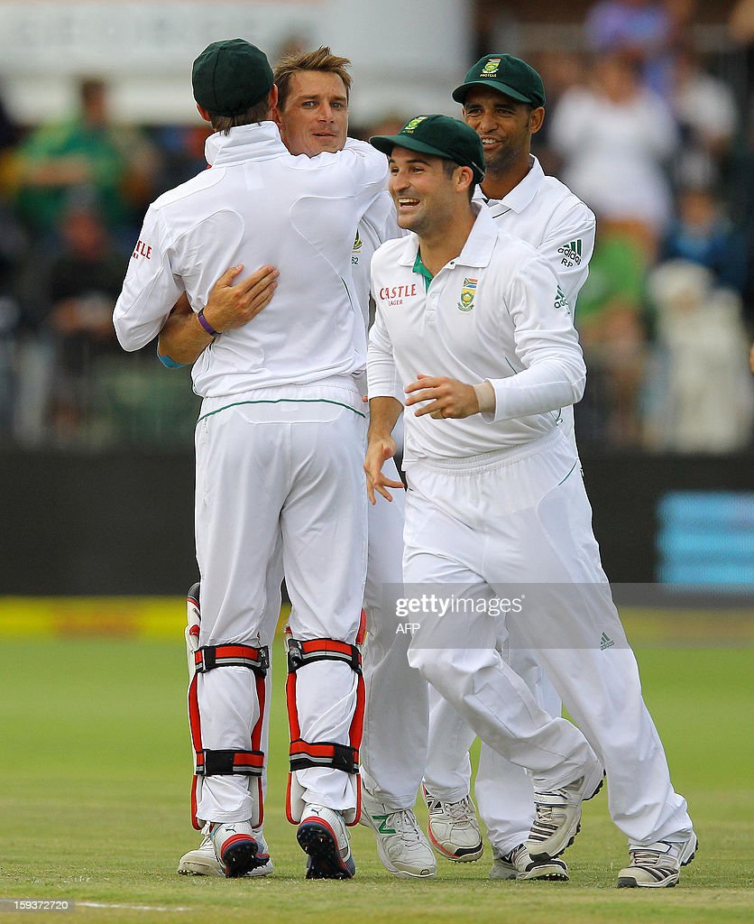 South Africa's Dale Steyn (2nd L) celebrates with teammates after the wicket of New Zealand's Martin Guptill on January 12, 2013 on the second day of the second and final Test at St George's Park in Port Elizabeth. PHOTO /Anesh Debiky