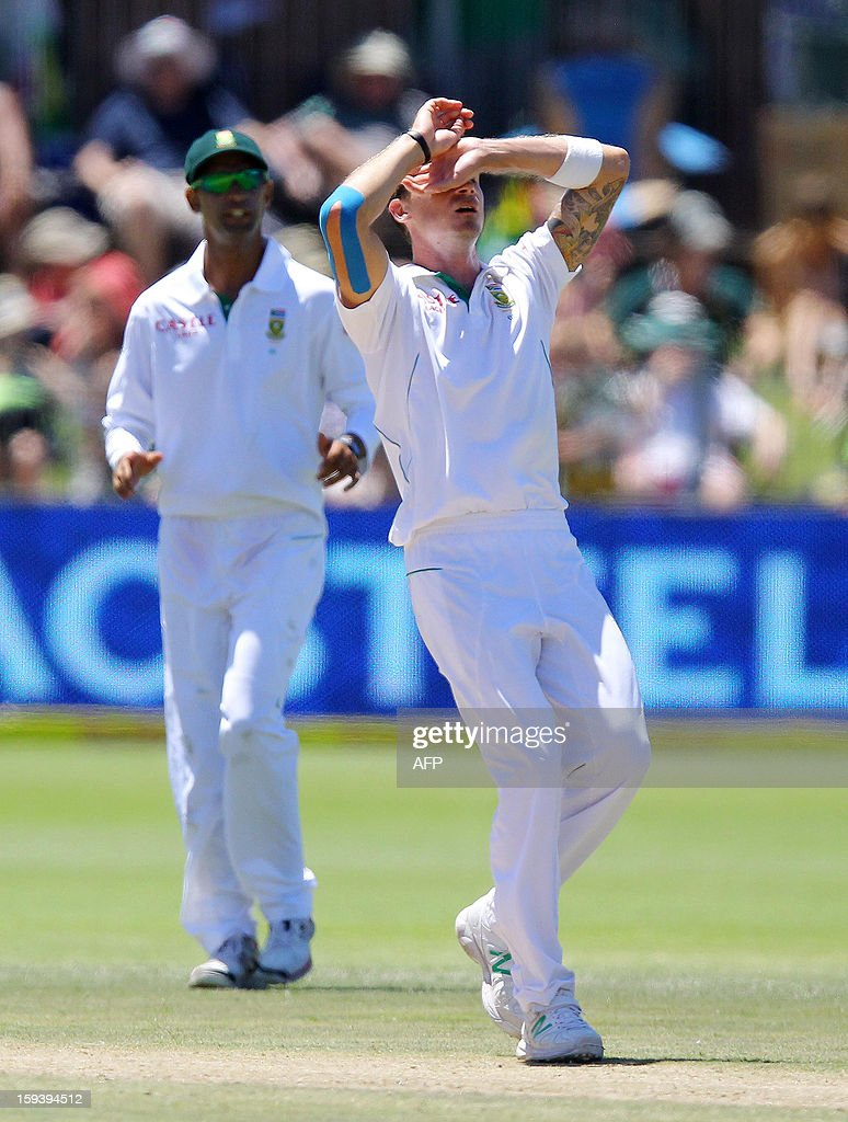 South Africa's Dale Steyn reacts after a near wicket on January 13, 2013 during the third day of the second and final Test against New Zealand at St George's Park in Port Elizabeth. AFP PHOTO / Anesh Debiky