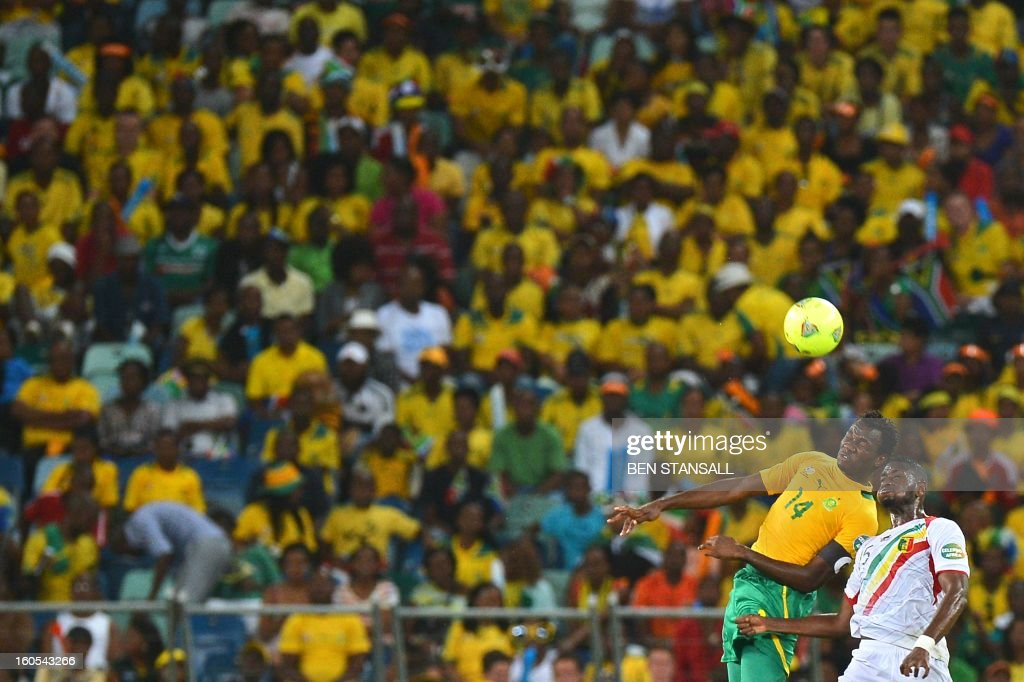 South Africa's defender Bongani Khumalo (L) vies with Mali's forward Mahamadou Samassa during the African Cup of Nation 2013 quarter final football match South-Africa vs Mali, on February 2, 2013 in Durban.