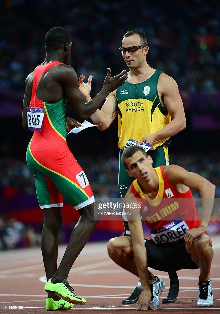 South Africa's double amputee runner Oscar Pistorius (R) shakes hands with Grenada's Kirani James (L) after competing in the men's 400m semi-finals at the athletics event during the London 2012 Olympic Games on August 5, 2012 in London. AFP PHOTO / OLIVIER MORIN