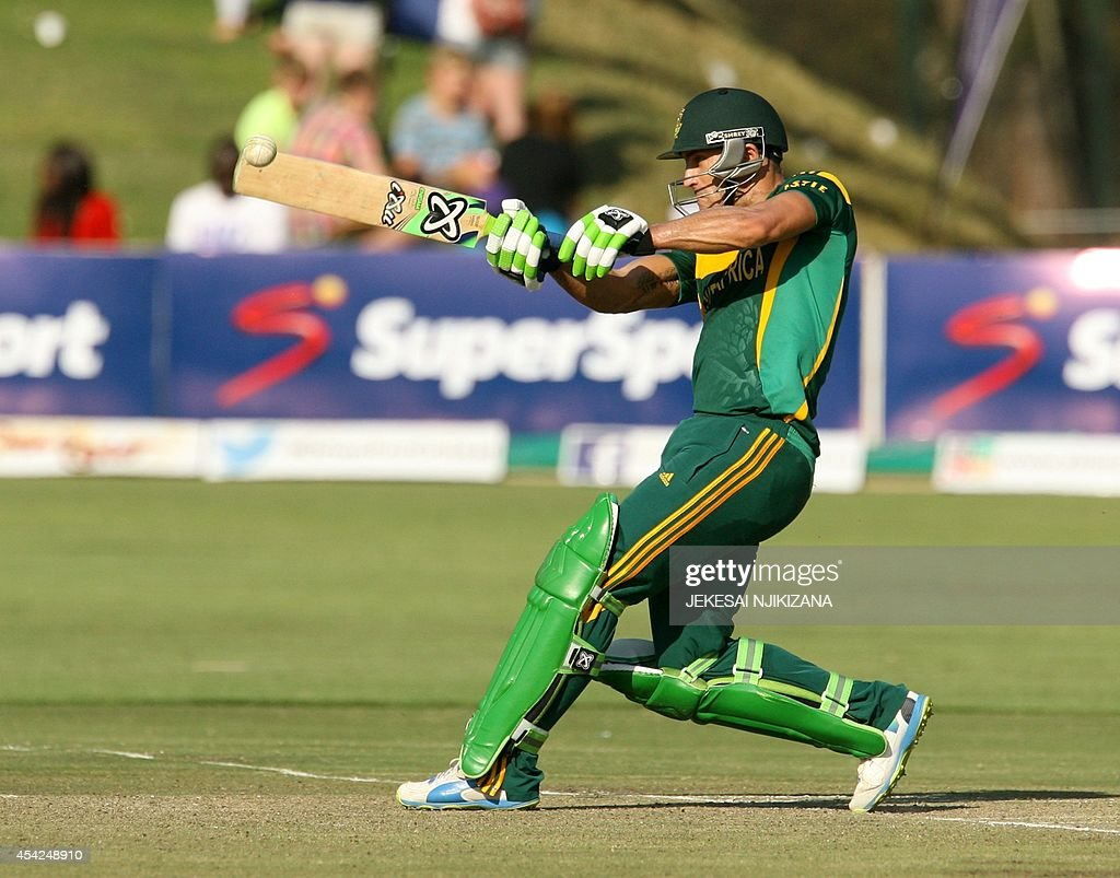 South Africa's Faf du Plessis bats during the match between Australia and South Africa in the one day international tri-series which includes Zimbabwe at the Harare Sports Club, on August 27, 2014. AFP Photo /Jekesai Njikizana.
