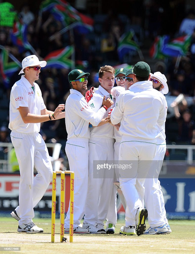 South Africa's fast bowler Dale Steyn (R) celebrates with team mates the wicket of Pakistan's Misbah ul Haq on day four of the first Test match between South Africa and Pakistan at Wanderers Stadium in Johannesburg on February 4, 2013.