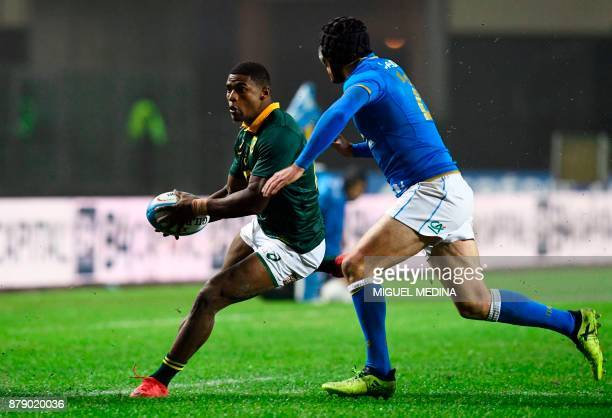 South Africa's fullback Warrick Gelant runs to evade Italy's flyhalf Ian McKinley during a rugby union test match between Italy and South Africa at...