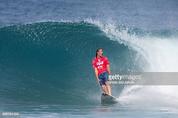 South Africa's Jordy Smith competes in the 2016 Billabong Pipeline Masters on December 20 2016 in Oahu Hawaii / AFP / brian bielmann / == RESTRICTED...