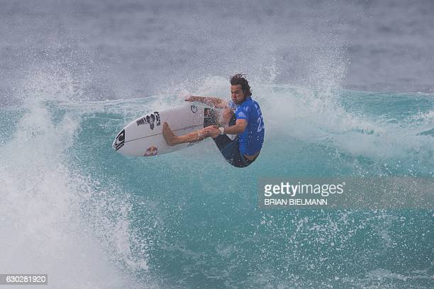 South Africa's Jordy Smith competes in the finals of the 2016 Billabong Pipeline Masters December 19 2016 in Oahu Hawaii / AFP / brian bielmann / ==...