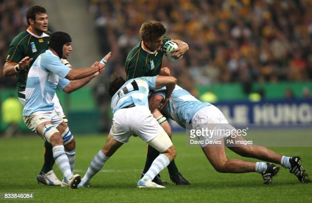 South Africa's Juan Smith gets tackled by Argentina's Fernandez Lobbe and Juan Martin Hernandez