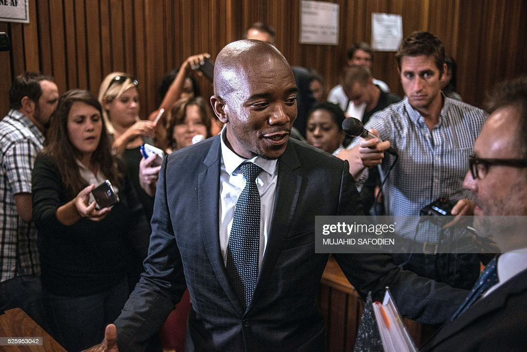 South Africa's main opposition party Democratic Allicance leader Mmusi Maimane looks over as he celebrates the Pretoria High court ruling on the decision that corruption chrages againts South African president Jacob Zuma could be re instated on April 29, 2016 in Pretoria. A South African judge delivered a damning verdict against prosecutors' decision to drop more than 700 corruption charges against President Jacob Zuma, piling further pressure on the embattled leader. / AFP / MUJAHID
