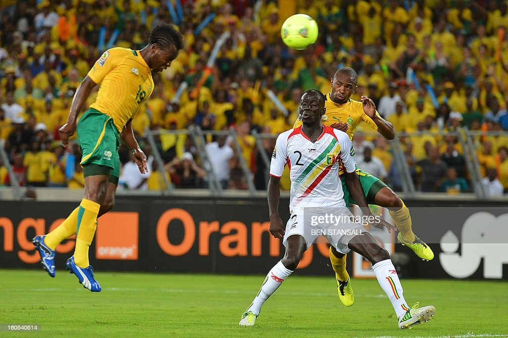 South Africa's midfielder May Mahlangu (L) heads the ball in front of Mali's defender Fousseiny Diawara during the African Cup of Nation 2013 quarter final football match South-Africa vs Mali, on February 2, 2013 in Durban.