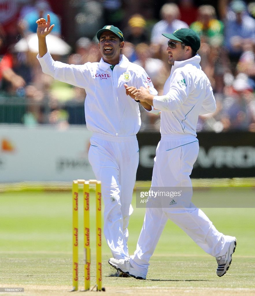 South Africa's Robin Peterson (L) and Dean Elgar appeal for a wicket on January 13, 2013 during the third day of the second and final Test against New Zealand at St George's Park in Port Elizabeth. AFP PHOTO / Anesh Debiky