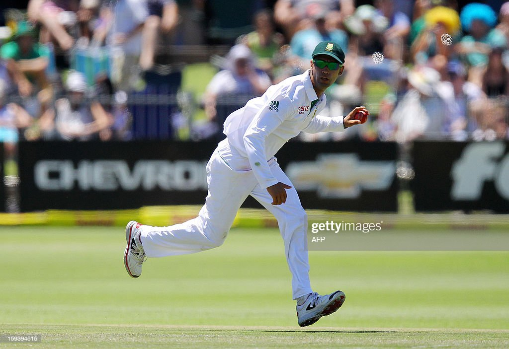 South Africa's Robin Peterson fields on January 13, 2013 during the third day of the second and final Test against New Zealand at St George's Park in Port Elizabeth. AFP PHOTO / Anesh Debiky