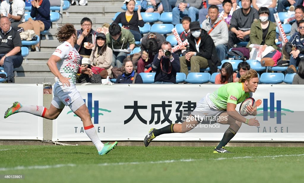South Africa's Werner Kok (R) scores a try past England's Dan Bibby (L) during their Tokyo Sevens 2014 Cup semi-final match, part of the Rugby Sevens World Series, in Tokyo on March 23, 2014. Fiji won the match.