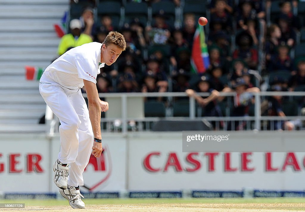 South Africa'sMorne Morkel bowls on day four of the first Test match between South Africa and Pakistan at Wanderers Stadium in Johannesburg on February 4, 2013. AFP PHOTO / Stringer1