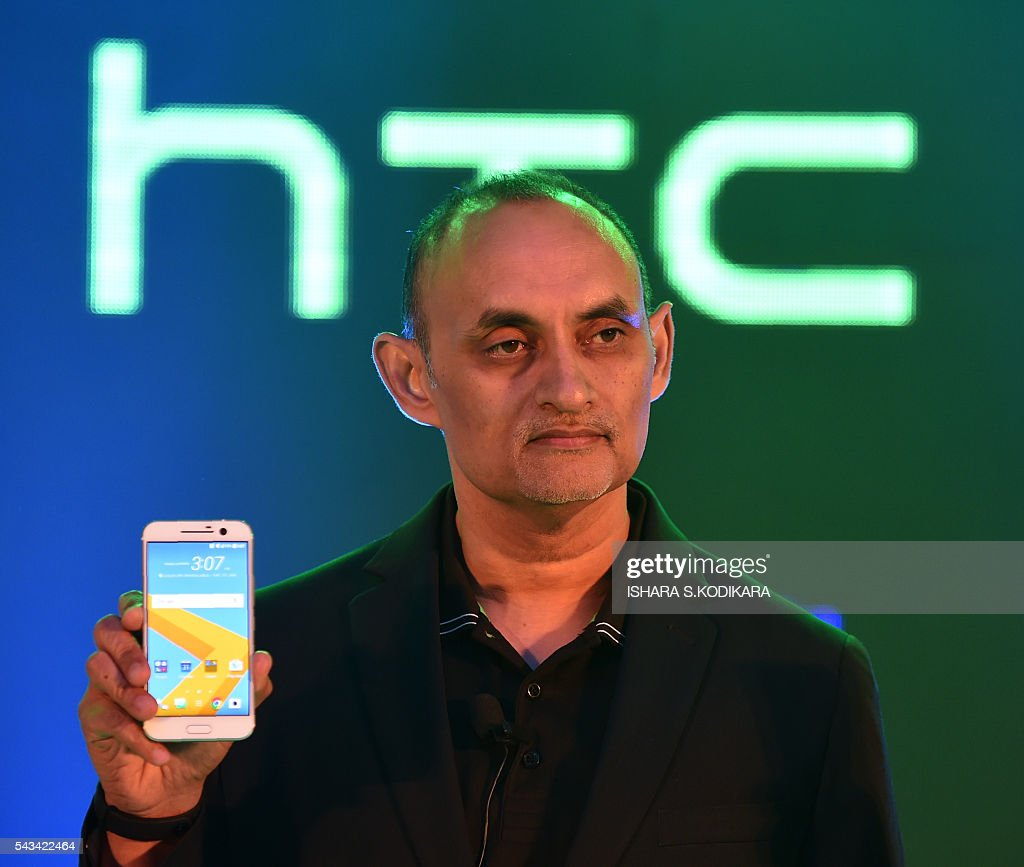 HTC South Asia President Faisal Siddiqui displays HTC10 smartphone during the phone's launch ceremony in Colombo on June 28, 2016. / AFP / ISHARA