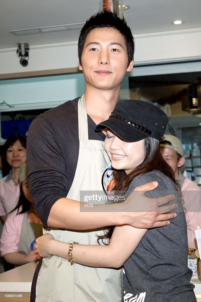 South Korea actor Lee Sang Woo attends a charity event at a bakery house on May 19, 2010 in Taipei, Taiwan of China.