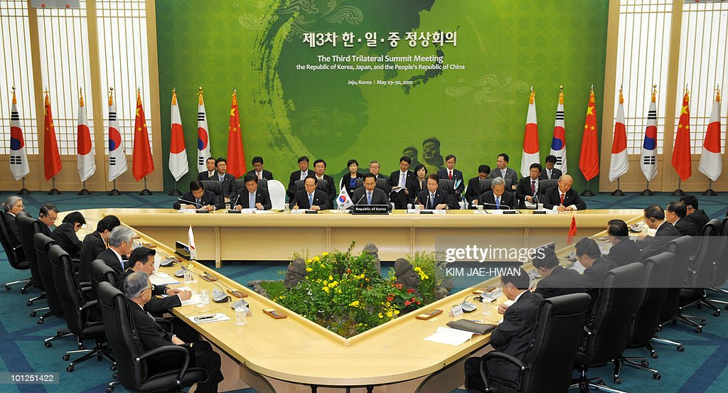 South Korea (C), Japan (L) and China (R) attends a three-way summit in Seogwipo on Jeju island on May 29, 2010. China came under intensified pressure from South Korea and Japan today to join global efforts to punish North Korea over the sinking of a South Korean warship in March.