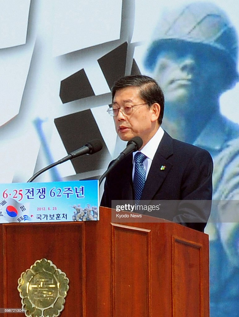 SEOUL South Korea South Korean Prime Minister Kim Hwang Sik delivers a speech at a ceremony marking the 62nd anniversary of the Korean War held at...