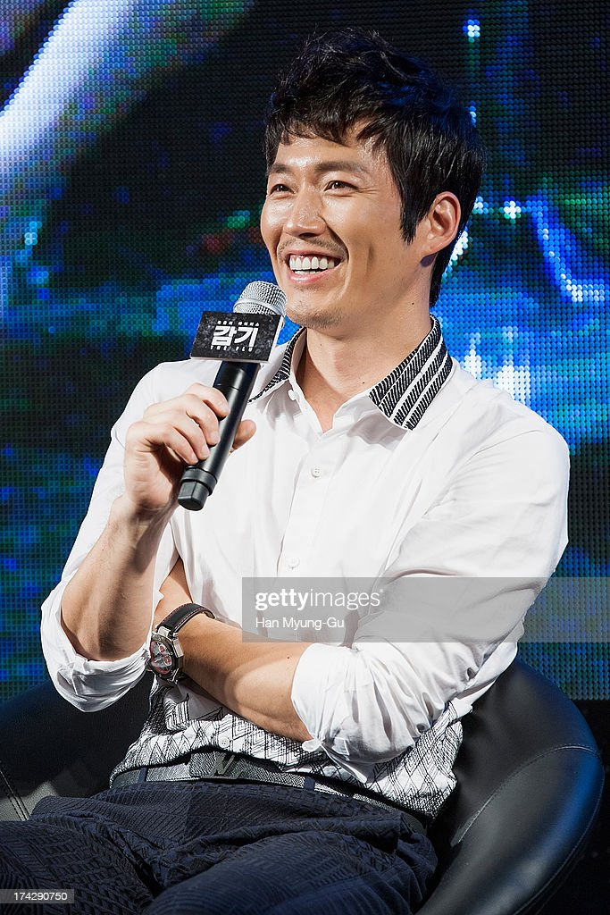 South Korean actor <a gi-track='captionPersonalityLinkClicked' href=/galleries/search?phrase=Jang+Hyuk&family=editorial&specificpeople=4466900 ng-click='$event.stopPropagation()'>Jang Hyuk</a> attends during 'the Flu' Music Showcase at Platoon Kunsthalle on July 22, 2013 in Seoul, South Korea. The film will open on August 15 in South Korea.