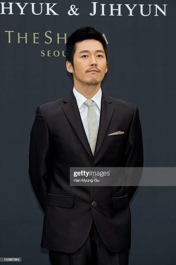 Hyuk poses for Media p...