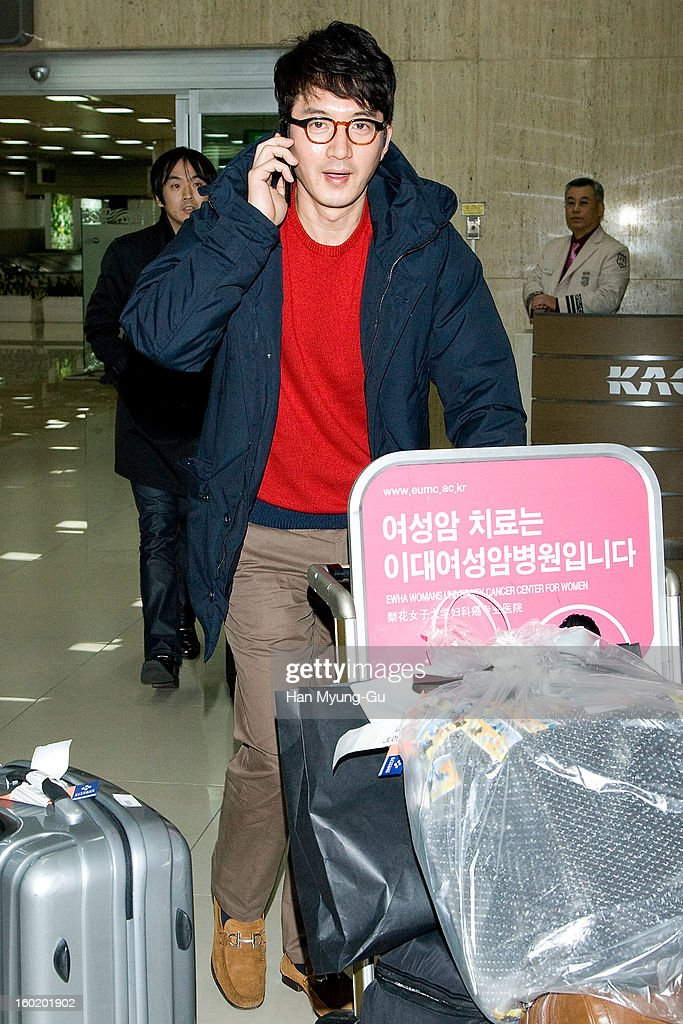 South Korean actor Jung Joon-Ho (Jung Jun-Ho) is seen at Gimpo International Airport on January 27, 2013 in Seoul, South Korea.