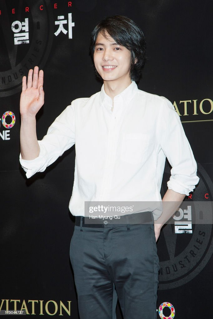 South Korean actor <a gi-track='captionPersonalityLinkClicked' href=/galleries/search?phrase=Kim+Si-Hoo&family=editorial&specificpeople=8706244 ng-click='$event.stopPropagation()'>Kim Si-Hoo</a> attends the 'Snowpiercer' South Korea premiere at Times Square on July 29, 2013 in Seoul, South Korea. The film will open on August 1, in South Korea.