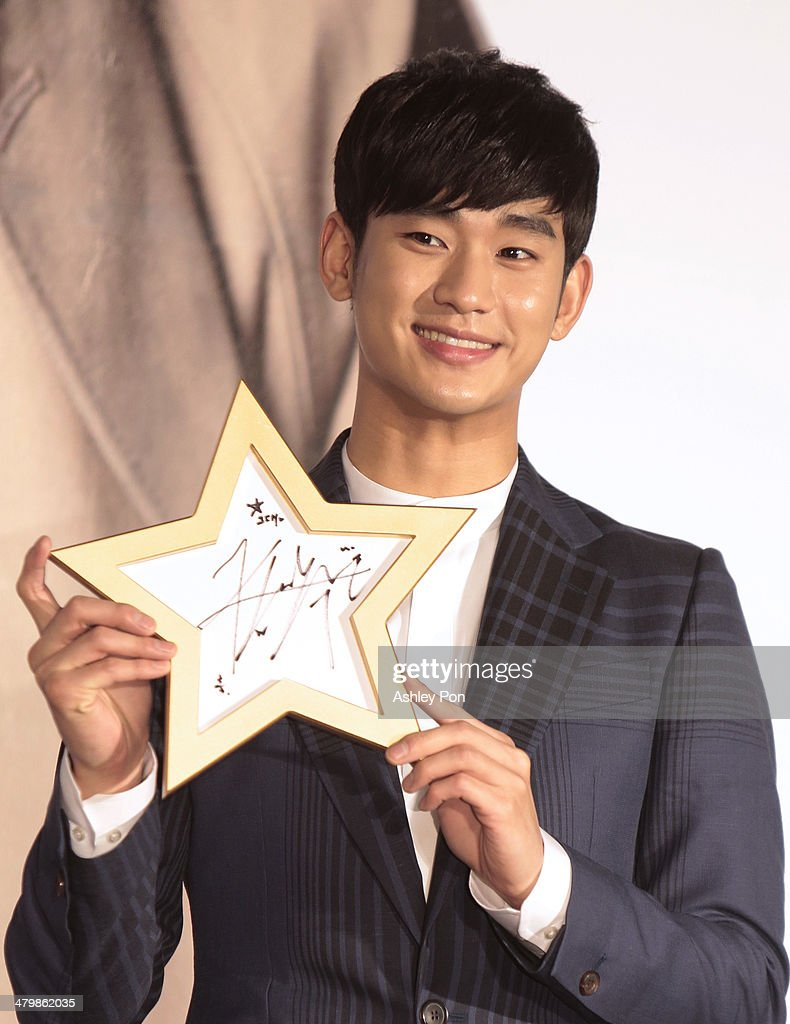 South Korean actor Kim Soo-Hyun holds his autograph for a photograph at the '1st Memories In Taiwan' press conference on March 21, 2014 in Taipei, Taiwan. Kim is famous from the Korean TV drama 'Love From The Star' will and will stay in Taipei for 2 days to meet with fans.