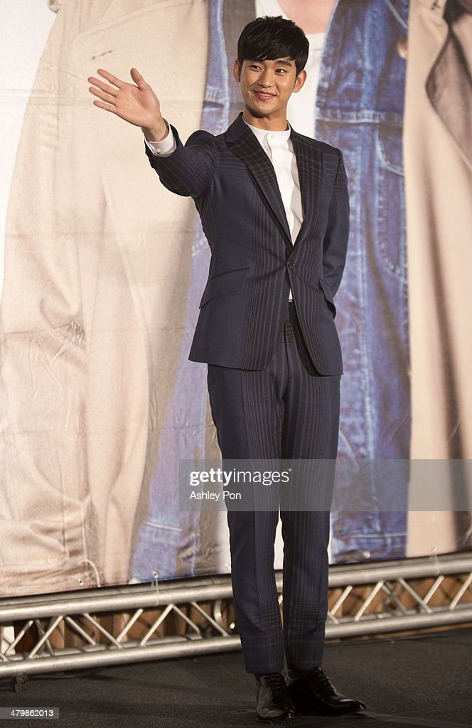 South Korean actor Kim Soo-Hyun waves at the '1st Memories In Taiwan' press conference on March 21, 2014 in Taipei, Taiwan. Kim will stay in Taipei for 2 days to meet with fans.
