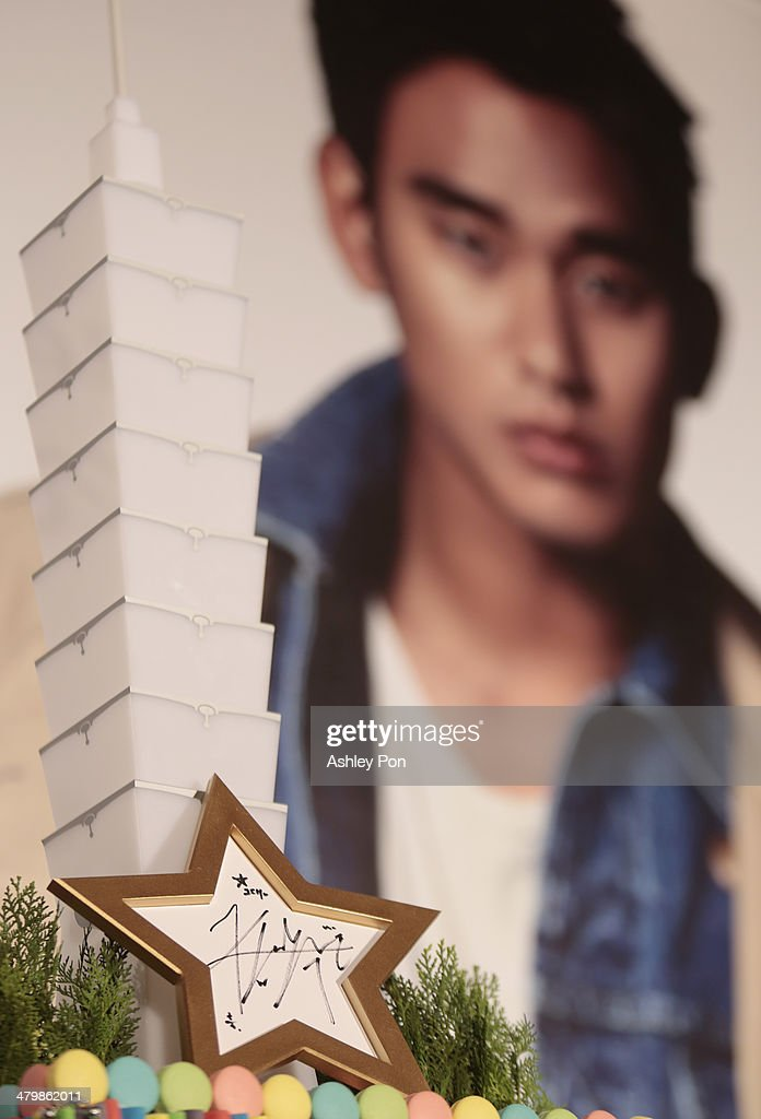 South Korean actor <a gi-track='captionPersonalityLinkClicked' href=/galleries/search?phrase=Kim+Soo-Hyun+-+Actor+-+Born+1988&family=editorial&specificpeople=8739405 ng-click='$event.stopPropagation()'>Kim Soo-Hyun</a>'s autograph is displayed at the '1st Memories In Taiwan' press conference on March 21, 2014 in Taipei, Taiwan. Kim is famous from Korean TV drama 'Love From The Star' and will stay in Taipei for 2 days to meet with fans.