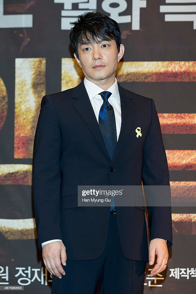 South Korean actor <a gi-track='captionPersonalityLinkClicked' href=/galleries/search?phrase=Lee+Bum-Soo&family=editorial&specificpeople=4324152 ng-click='$event.stopPropagation()'>Lee Bum-Soo</a> attends MBC Drama 'Triangle' press conference at the Imperial Palace Hotel on April 30, 2014 in Seoul, South Korea. The drama will open on May 05, in South Korea.