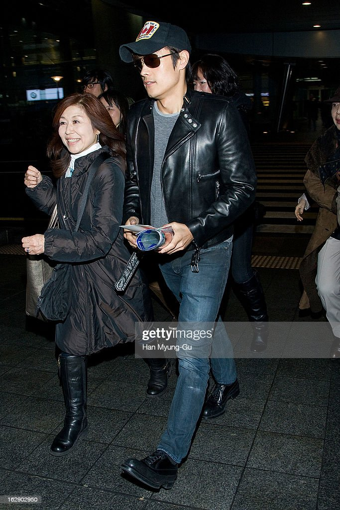 South Korean actor <a gi-track='captionPersonalityLinkClicked' href=/galleries/search?phrase=Lee+Byung-Hun&family=editorial&specificpeople=829983 ng-click='$event.stopPropagation()'>Lee Byung-Hun</a> is seen upon arrival at Incheon International Airport on February 28, 2013 in Incheon, South Korea.