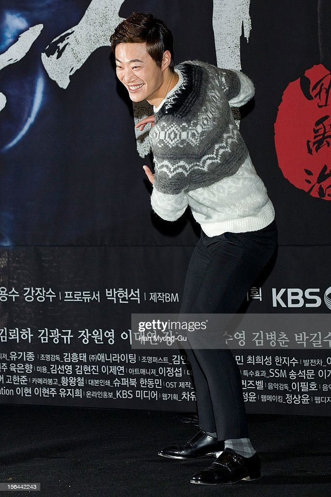 South Korean actor Lee HeeJoon attends a press conference to promote the KBS drama 'Jeonwoochi' on November 14 2012 in Seoul South Korea The drama...