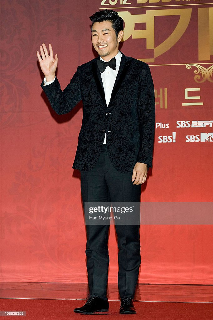 South Korean actor Lee Jong-Hyuk attends during the 2012 SBS Drama Awards at SBS Prism Tower on December 31, 2012 in Seoul, South Korea.