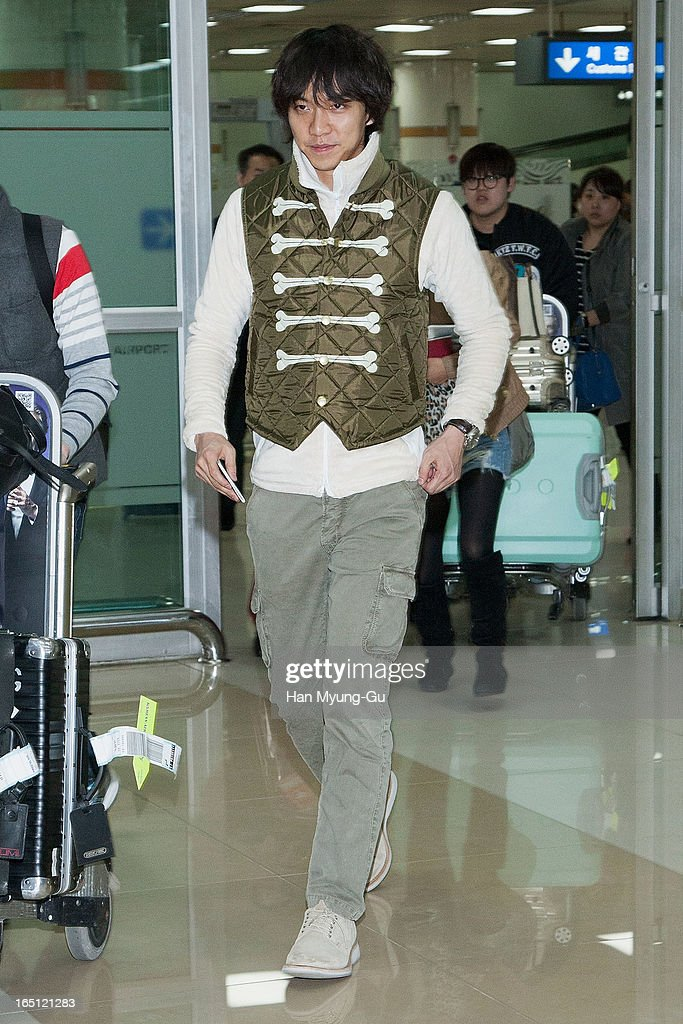 South Korean actor Lee Seung-Gi is seen upon arrival from Japan at Gimpo International Airport on March 30, 2013 in Seoul, South Korea.