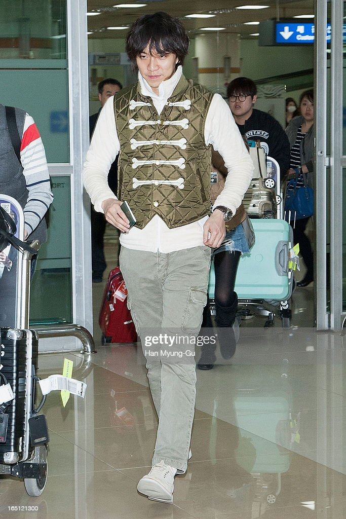 South Korean actor <a gi-track='captionPersonalityLinkClicked' href=/galleries/search?phrase=Lee+Seung-Gi+-+Actor&family=editorial&specificpeople=7414427 ng-click='$event.stopPropagation()'>Lee Seung-Gi</a> is seen upon arrival from Japan at Gimpo International Airport on March 30, 2013 in Seoul, South Korea.