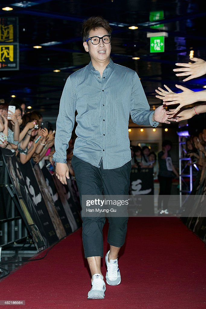 South Korean actor <a gi-track='captionPersonalityLinkClicked' href=/galleries/search?phrase=Lee+Sun-Kyun&family=editorial&specificpeople=4682222 ng-click='$event.stopPropagation()'>Lee Sun-Kyun</a> attends the VIP screening for 'Kundo: Age Of The Rampant' at COEX Mega Box on July 14, 2014 in Seoul, South Korea. The film will open on July 23, in South Korea.