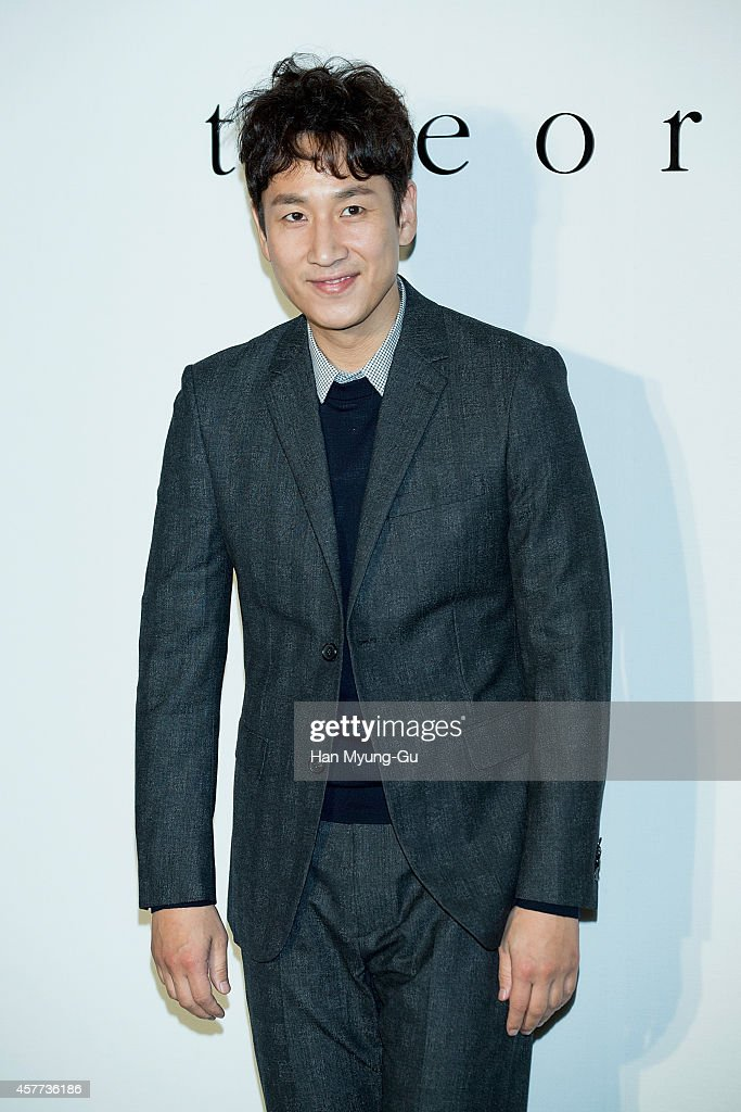 South Korean actor <a gi-track='captionPersonalityLinkClicked' href=/galleries/search?phrase=Lee+Sun-Kyun&family=editorial&specificpeople=4682222 ng-click='$event.stopPropagation()'>Lee Sun-Kyun</a> attends 'Theory' flagship store opening on October 22, 2014 in Seoul, South Korea.
