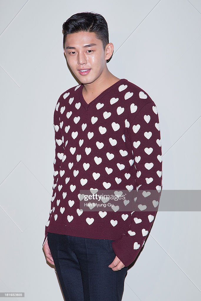South Korean actor <a gi-track='captionPersonalityLinkClicked' href=/galleries/search?phrase=Yoo+Ah-In&family=editorial&specificpeople=7430066 ng-click='$event.stopPropagation()'>Yoo Ah-In</a> attends Burberry 'Art of The Trench' on September 26, 2013 in Seoul, South Korea.