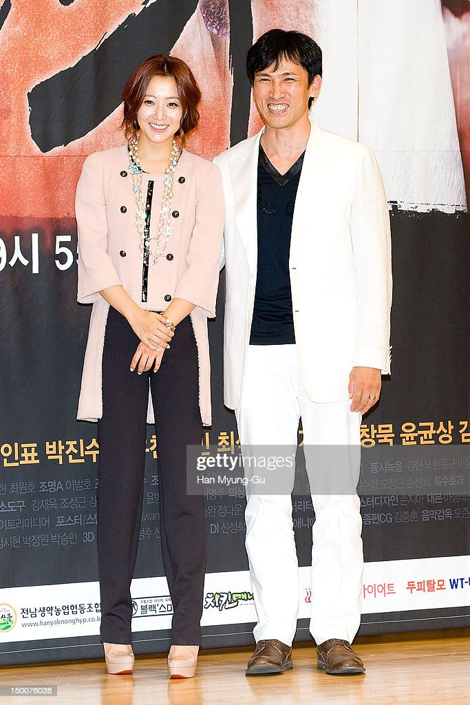 South Korean actors Kim Hee-Sun and Yu Oh-Seong attend during a press conference to promote the SBS drama 'The Great Doctor' on August 09, 2012 in Seoul, South Korea. The drama will open on August 13 in South Korea.