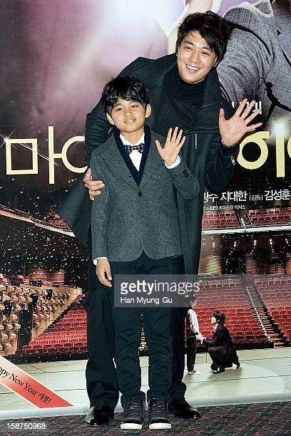 South Korean actors Kim RaeWon and Ji DaeHan attend the 'My Little Hero' press screening at CGV on December 27 2012 in Seoul South Korea The film...