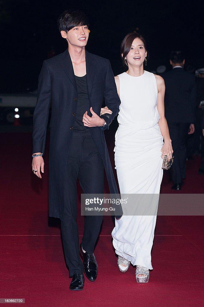 South Korean actors Lee JongSuk and Lee BoYoung arrive for photographs at 2013 Korea Drama Awards at Jinju Arena on October 02 2013 in Jinju South...