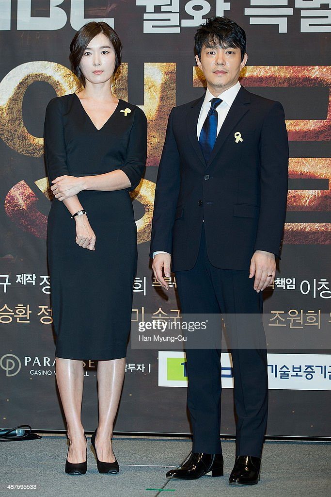 South Korean actors Oh Yun-Soo and <a gi-track='captionPersonalityLinkClicked' href=/galleries/search?phrase=Lee+Bum-Soo&family=editorial&specificpeople=4324152 ng-click='$event.stopPropagation()'>Lee Bum-Soo</a> attend MBC Drama 'Triangle' press conference at the Imperial Palace Hotel on April 30, 2014 in Seoul, South Korea. The drama will open on May 05, in South Korea.