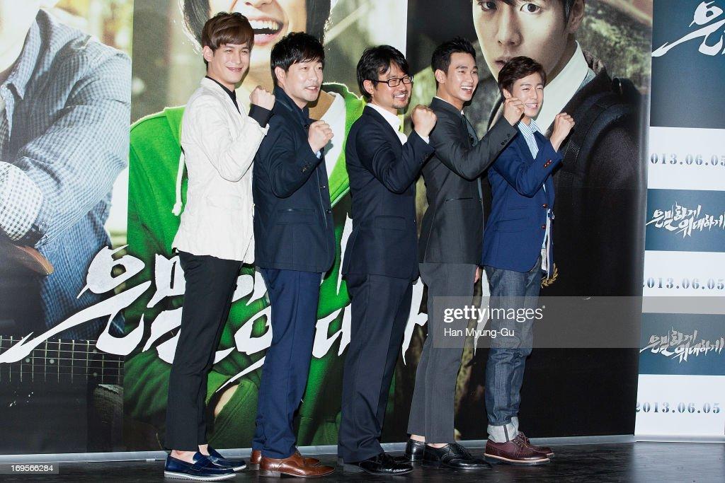 South Korean actors Park KiWoong Son HyunJoo Kim SooHyun Lee HyunWoo and director Jang CheolSoo attend the 'Secretly Greatly' press screening at Mega...